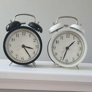 Clock (set of 2)
